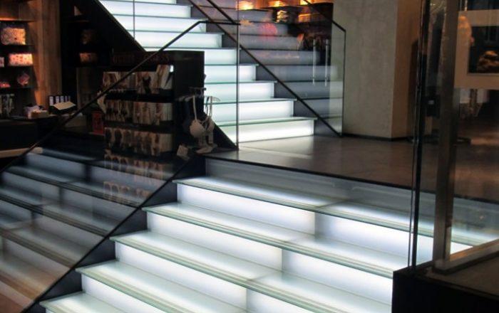 beleuchtete-treppe