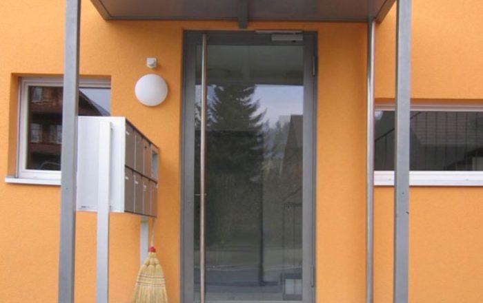 eingangstuere-orange